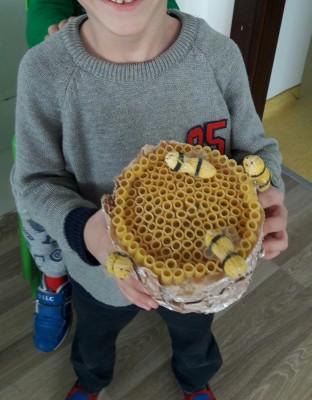 arı ve bal peteği
